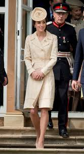 kate middleton dresses kate middleton the duchess u0027 boldest fashion looks