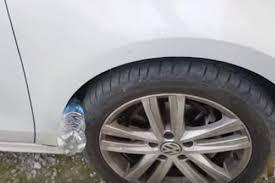 si e voiture attention si vous trouvez une bouteille en plastique près de votre