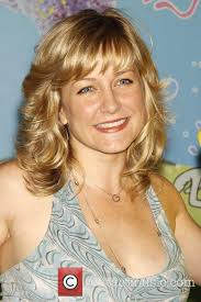 amy carlson hairstyle amy carlson attends the unveiling of a spongebob squarepants wax