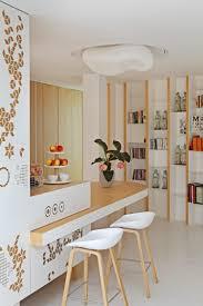 cuisine bois design cuisine bois et blanc donnant sur le salon blanc et la terrasse