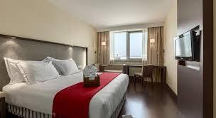 chambre d hotel lyon réserver un hôtel près de l aéroport lyon exupéry
