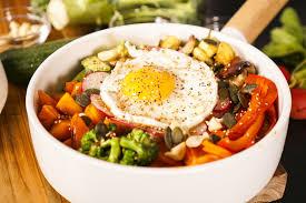 cuisiner du quinoa recette du bol de quinoa plein d énergie hervecuisine com