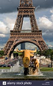 Eiffel Tower Decoration Eiffel Tower Golden Color Metal Bull Head Statue Decoration In