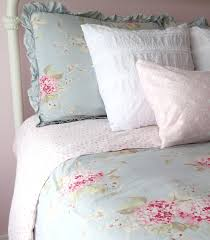 Shabby Chic Beds by Best 25 Shabby Chic Comforter Ideas On Pinterest Shabby Chic