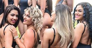 miss bum bum 2017 finalists get hearts racing as they parade