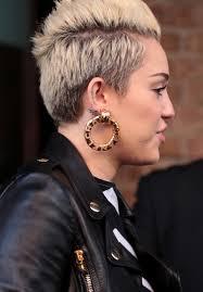 80s hoop earrings miley cyrus gold hoops miley cyrus hoop earrings looks stylebistro