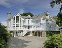 this six bedroom new england style property was built in 2003