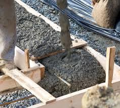 treppen einschalen fundament für eine gartenmauer erstellen anleitung in 3 schritten