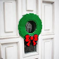 Holiday Wreath Amazon Com Thinkgeek Build On Brick Holiday Wreath Home U0026 Kitchen