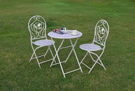 white aluminum patio chairs