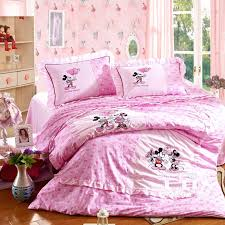 Disney Bed Sets Absolutely Mickey And Minnie Mouse Bedroom Set Sweater Mouse