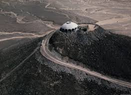 huell howser volcano house huell howser s space age volcano house now belongs to chapman