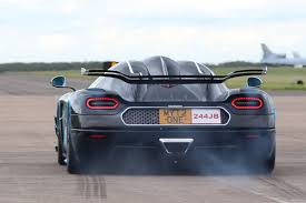 Audi R8 Gt Spyder - video the awesome koenigsegg one 1 simply annihilates the audi r8