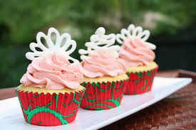 burn me not strawberry vanilla cupcakes filled with white