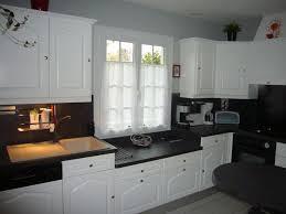 repeindre un plan de travail cuisine peindre meubles cuisine en blanc avec plan de travail noir