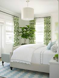 chambre adulte nature decoration rideaux chambre blancs motifs verts décoration nature