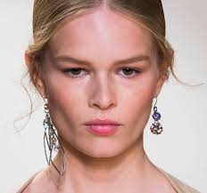 mismatched earrings the fashion trend for 2015 mismatched earrings