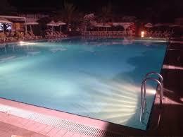 hotel piscine dans la chambre vu de nuit de ma chambre d hôtel et de la piscine picture of