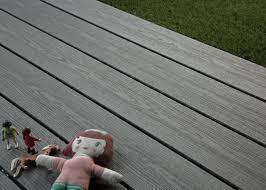 nettoyage terrasse bois composite lame de terrasse bois composite gris anthracite structuré la