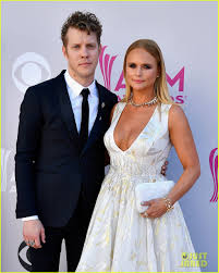 miranda lambert engagement ring miranda lambert brings boyfriend anderson east to acm awards 2017