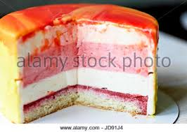 muscovy cake strawberry with cream and stroiteley it consists of