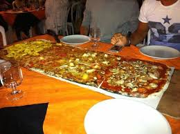 pizzeria il gabbiano un metro di pizza photo de metropizzeria gabbiano rosso san