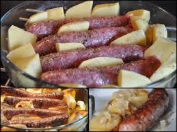 plat cuisiné au four saucisses de toulouse et pommes de terre au four dans la cuisine d