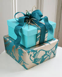 gift wrapped boxes stacked boxes embrulhos de presentes box wraps