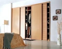 porte en bois de chambre design d intérieur chambre a coucher porte persienne bois porte