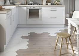 parquet cuisine ouverte idée décoration de sol le mariage des genres kitchens interiors