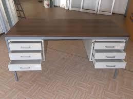 cassetti metallo scrivania olivetti in metallo con cassetti a barcellona pozzo di