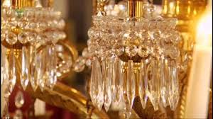 Chandelier Cleaning London The Queen U0027s High Tech Chandeliers In Buckingham Palace Youtube