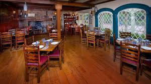 liberty tree tavern at walt disney world serves thanksgiving feast