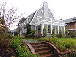 gambrel homes dutch colonial gambrel roof and house home design idea home devotee
