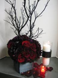 halloween wedding decor the flowers are a little dark but i love the over all look for