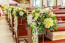 wedding pew decorations 11 beautiful options for wedding pew decorations