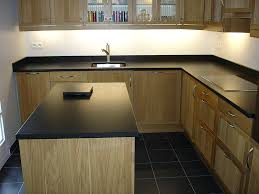 plan de travail cuisine noir granits déco plan de travail en granit noir finition brossée