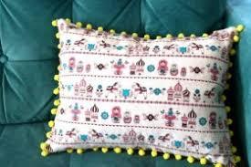 cucire un cuscino schemi di cucito un cuscino con i pon pon