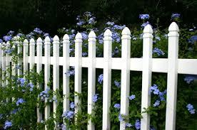 cloture jardin bois clôture de jardin comment la décorer