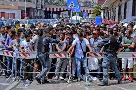 ufficio immigrazione bologna permesso di soggiorno ufficio immigrazione in migliaia in fila per il permesso di soggiorno