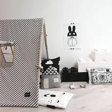 chambre noir et blanche du noir dans une chambre d enfant oui c est possible marchand