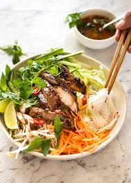 vietnamese noodles with lemongrass chicken recipetin eats