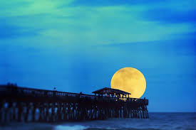 South Carolina How Long Does It Take To Travel To The Moon images Why does the full moon look bigger on the horizon jpg