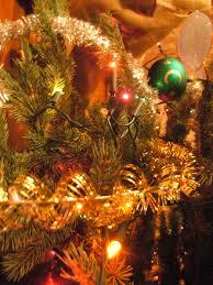 file christmas decorations on a tree closeup jpg wikimedia commons