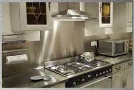 cuisine avec credence inox plakinox découpe plaque inox sur mesure crédence inox cuisine