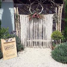 wedding backdrop 15 macrame wedding backdrop ideas the bohemian wedding