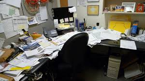 bureau m al le désordre au bureau