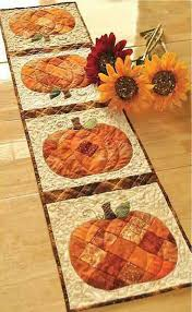 pumpkin quilted table runner how cute quilts pinterest