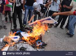 Flag Burning Protest Palestinian Protesters Burn An Israeli Flag And A Poster Depicting