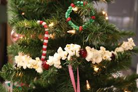 how to make a popcorn garland allfreekidscrafts